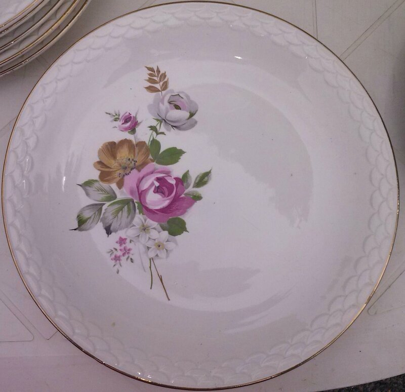 Assiette plate rose sauvage brocante face