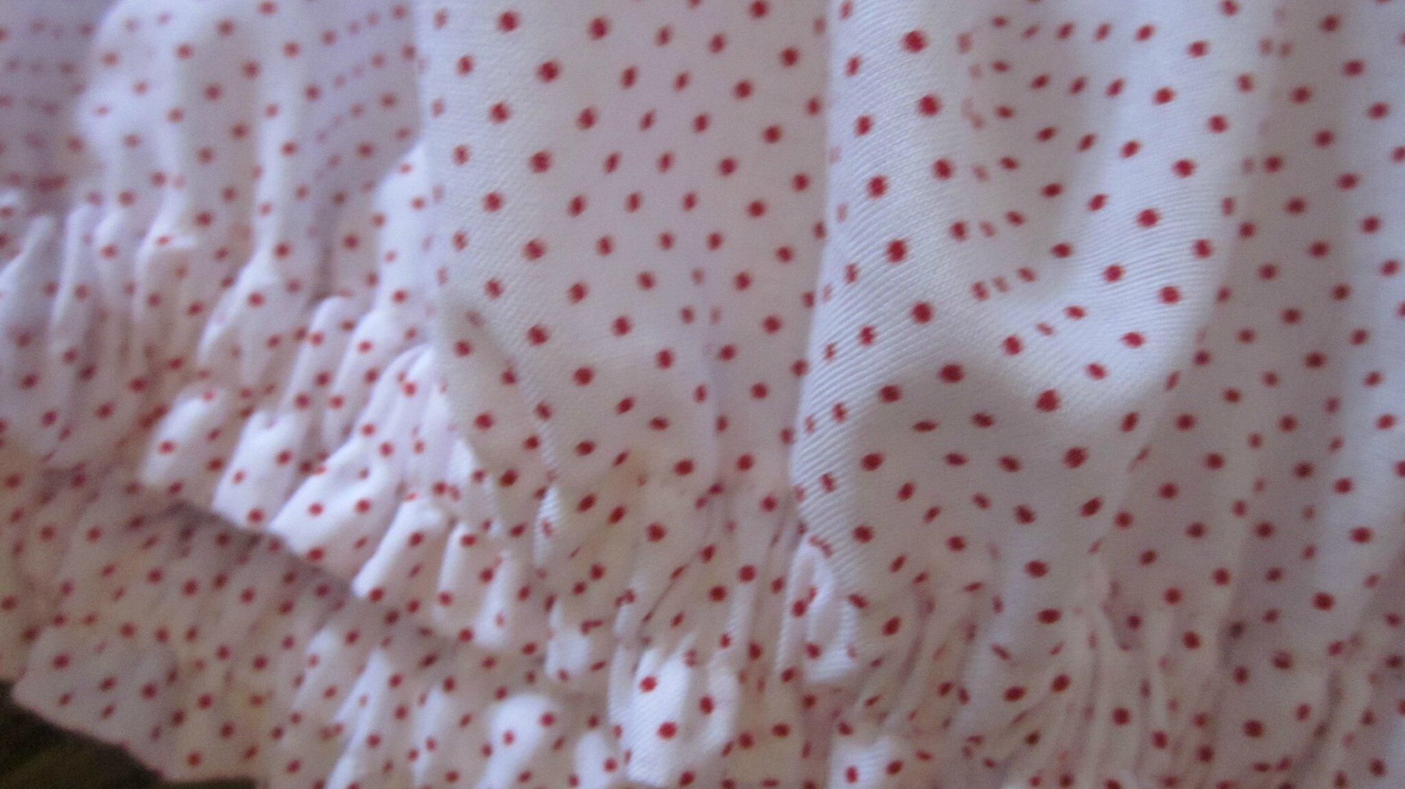 Culotte blanche à petites points rouge
