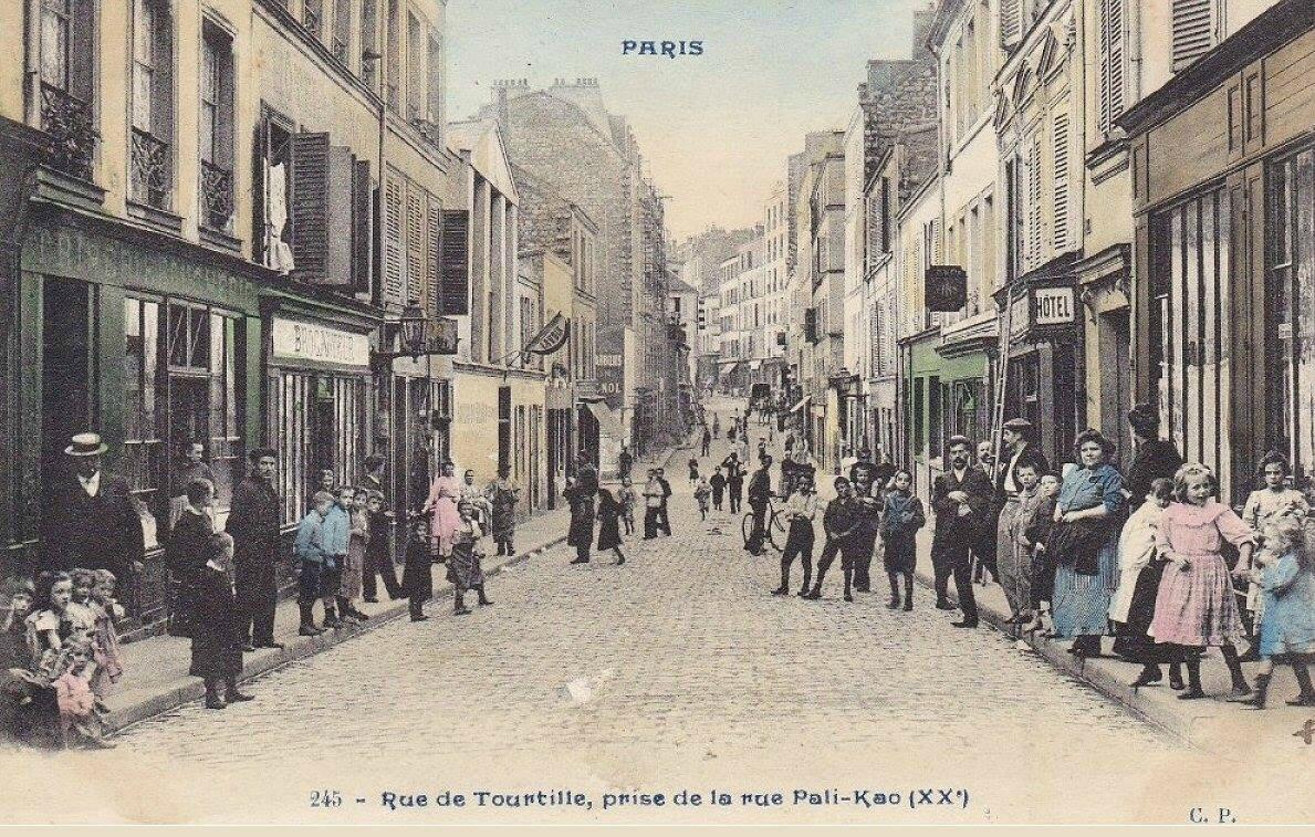 La rue de Tourtille vue depuis la rue Pali-Kao, à Belleville, vers 1900