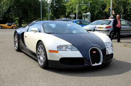 Bugatti_veyron_16__Retrorencard_juin_2010__01