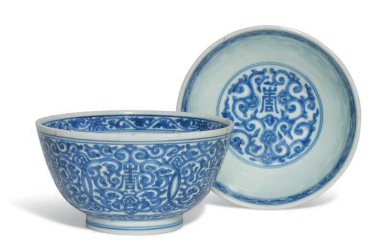 A pair of blue and white bowls, Kangxi six-character marks in underglaze blue within double circles and of the period (1662-1722)
