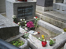 220px_Grave_of_Jim_Morrison