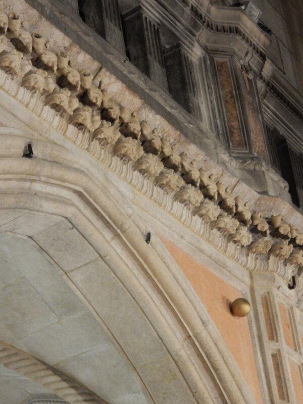 Sibenik, cathédrale Saint-Jacques, détail de la façade, dimanche 25 octobre 2020