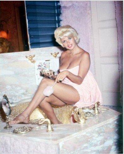 jayne_pink_palace-inside-bathroom-02-1
