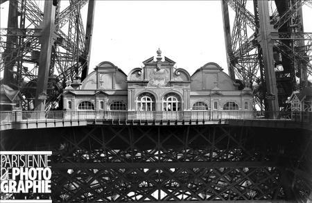 Premier étage de la Tour Eiffel 1900