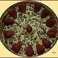 Tarte à la rhubarbe décorée de fraises
