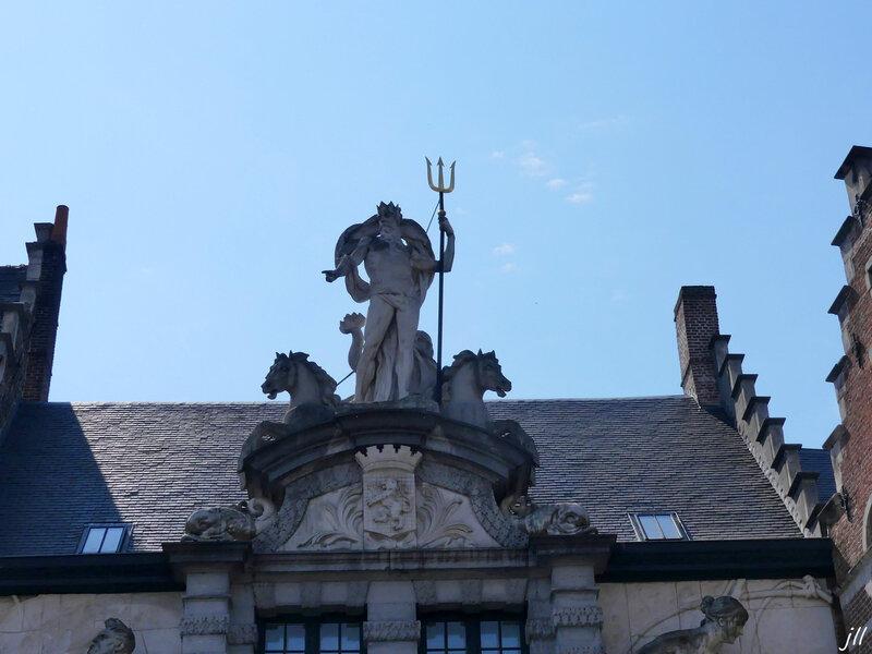 P1160571 3 Neptune entrée de l'Ancien Marché aux Poissons