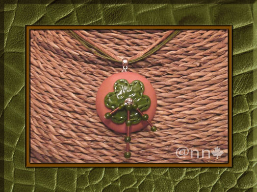 Collier cuir fleur vert marron