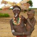 Le peuple Dassanech : Femme et son enfant