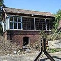 Ancienne cabine de signalisation et château d'eau