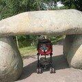 Valentin sous le dolmen
