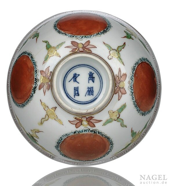 A fine gilt-painted 'kinrande' porcelain bowl, China, underglaze blue four-character mark wanfu youtong, Wanli period
