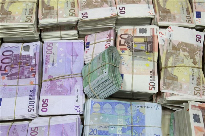 437906-bundles-of-confiscated-money-are-displayed-at-a-police-headquarter-in-madrid