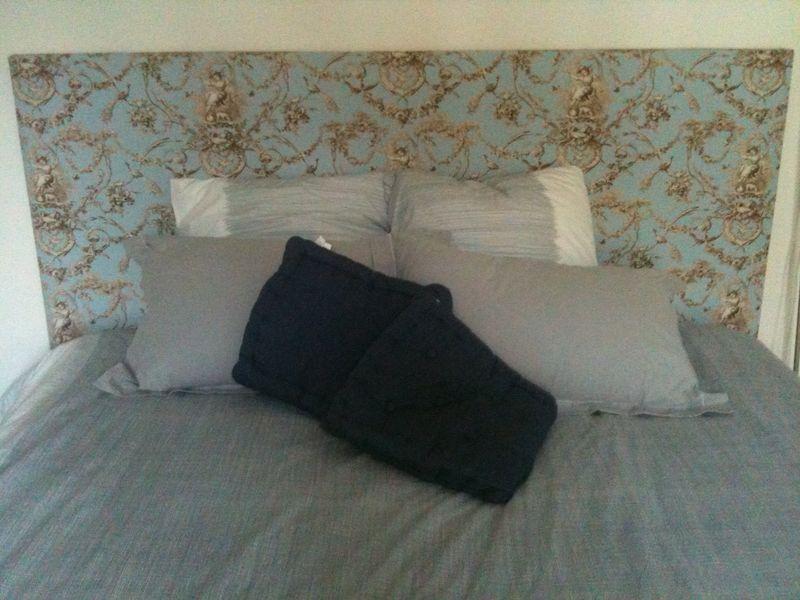 une chambre cosy et romantique en toile de jouy toile de jouy blog collectif des amoureux de. Black Bedroom Furniture Sets. Home Design Ideas