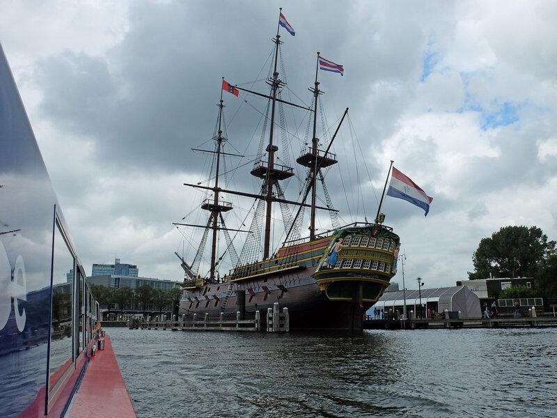 Trois mâts Amsterdam (réplique 1985-1990) (1748) L 48 m, larg 11,5 m, h 56 m