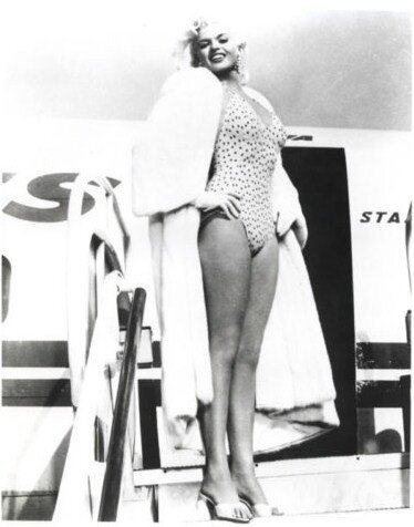 jayne_swimsuit_poids-airport-1