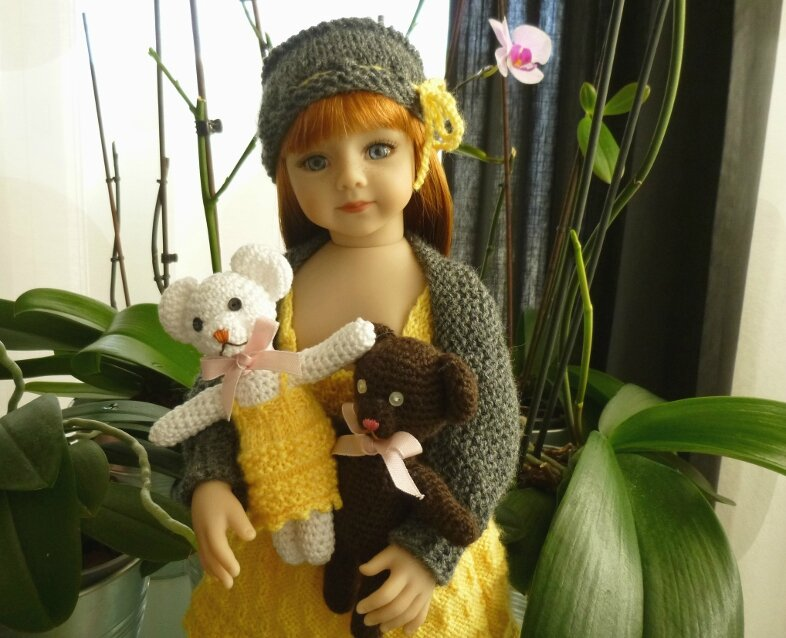 SAvannah et ses deux Oursons Amigurumi. Tenue : Doll Family