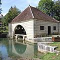 Voutenay-sur-Cure, lavoir (89)