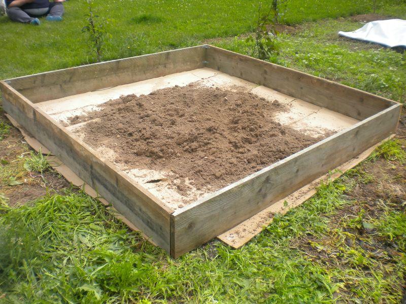 Cr ation d 39 un carr potager de 4m2 pour moins de 30 notre jardin ecologique - Carre de jardin potager ...
