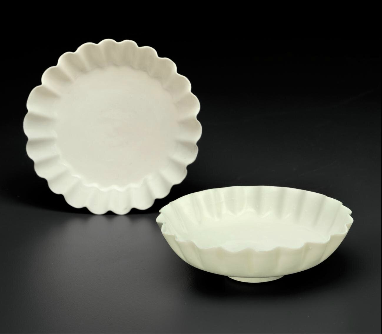 A rare pair of northern white ware foliate dishes, Northern Song - Jin dynasty, 11th-12th century