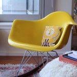 Inspiration-deco-fauteuil-a-bascule-Eames-jaune-150x150