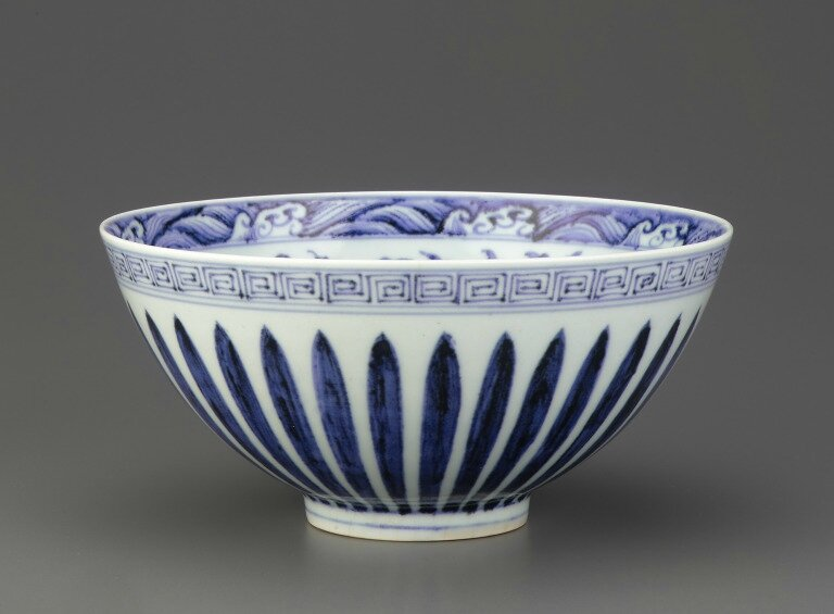 Blue-and-White porcelain bowl with lotus petals on exterior, early 15th century, Ming dynasty (1368 – 1644)