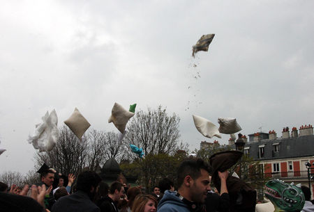 17_Pillow_fight_12_4599
