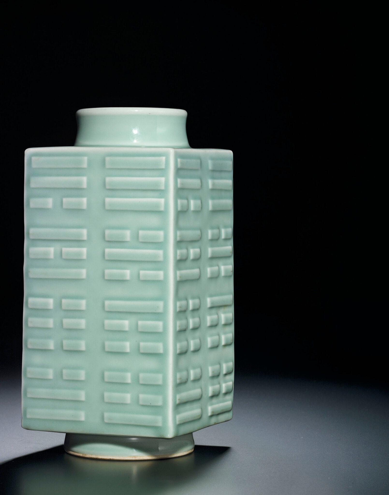 2013_HGK_03213_2303_000(a_celadon-glazed_cong-form_vase_xuantong_six-character_mark_and_of_the)