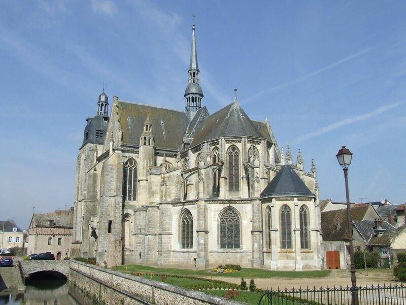 MaintenonNogent_le_roi_saint_sulpice
