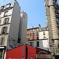 Paris, rue des Saules, le funambule