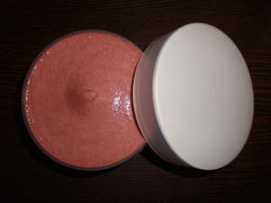 cr_me_de_douche_exfoliante_rose