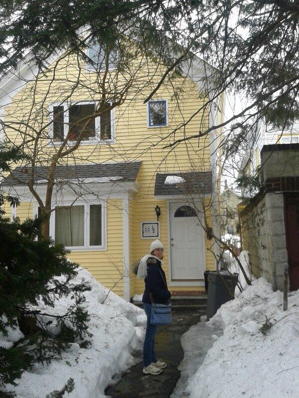 La maison (vous pouvez voir les tas de neige...)