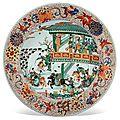 Deux grands plats en porcelaine de la famille verte etimari, chine, dynastie qing, époque kangxi (1662-1722)