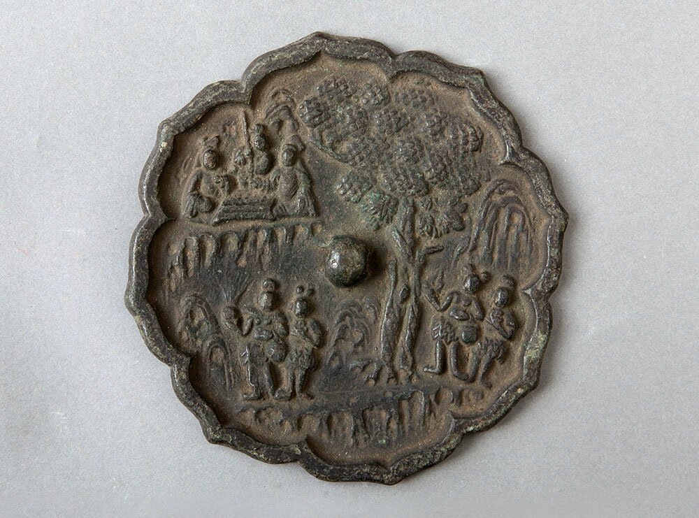 Flower-shaped Bronze Mirror with Watching Chess-playing Story Design, Song Dynasty