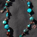 collier court fait de perles et de fimo bleu et marron