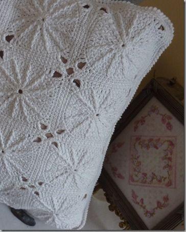 Coussin blanc crochet-21.03.2012 005