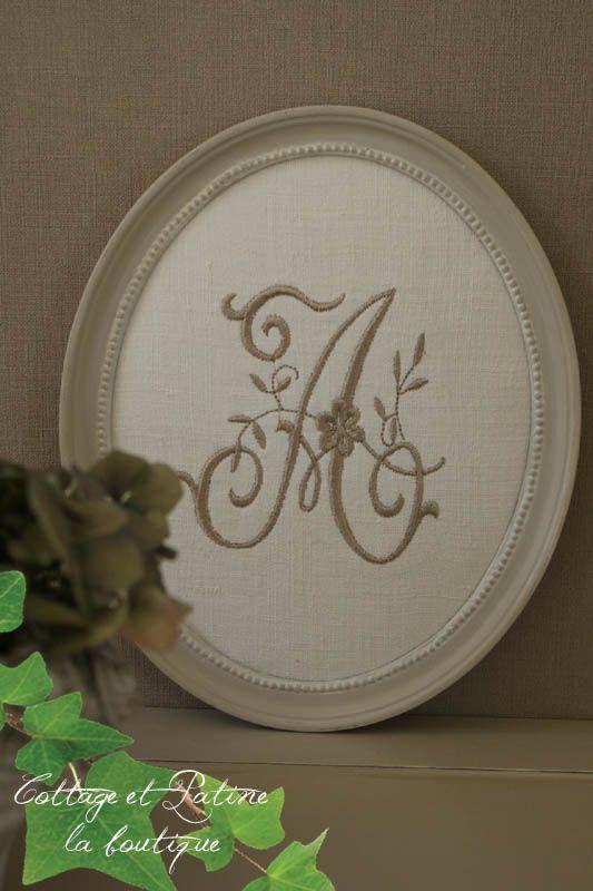 Cottage et Patine cadre ovale perlé lin monogramme A