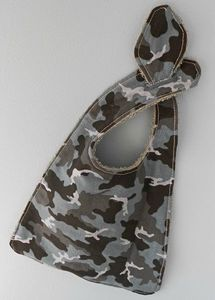 bavoir-camouflage
