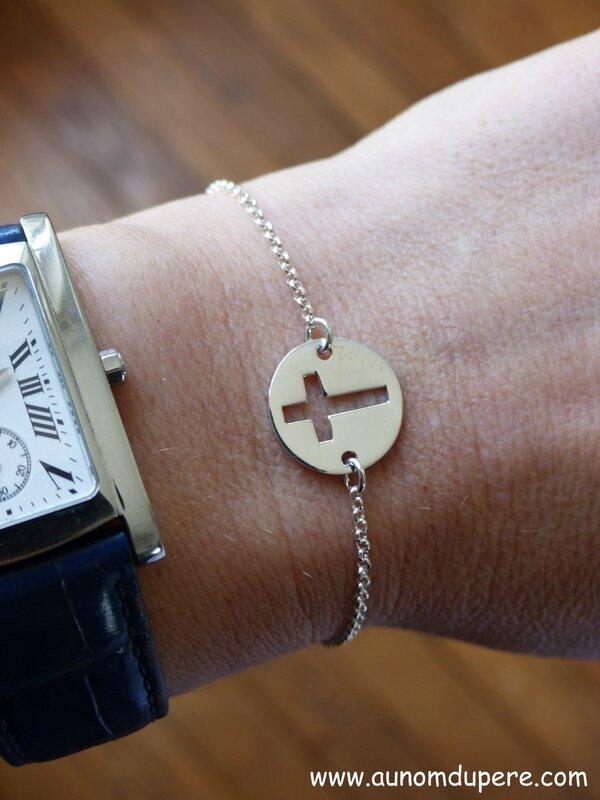 Bracelet Pastille Croix (sur chaîne argent massif fine) - 35 €
