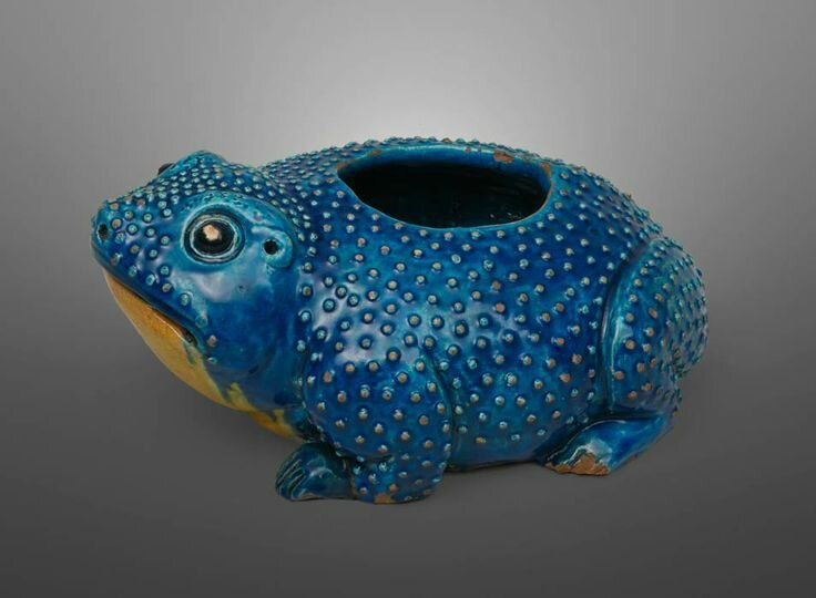 Container in the Form of a Toad, China for export, 17th century, porcelain. Peadody Essex Museum © 2001-2014 The Peabody Essex Museum.