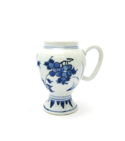 An Export blue and white dry mustard pot, Transitional. Photo Bonhams