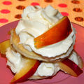 Mille-feuille de nectarines et chantilly au citron vert