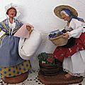 Parmi mes santons habillées : les lavandières ou bugadières ........ je vous présente honorine et rose ....