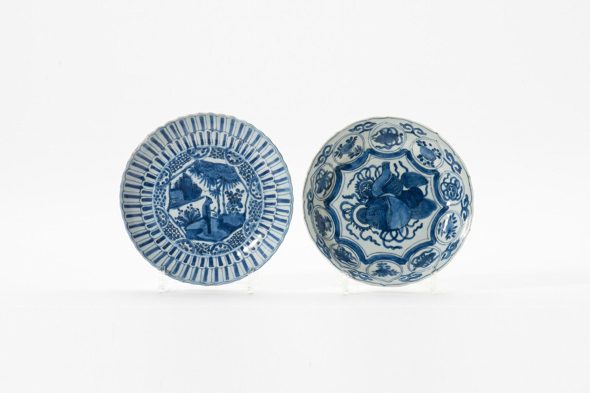 Two Kraak porcelain molded rim bowls, Wanli period (1573-1619)