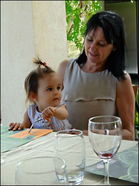 Cléo et Maman à table