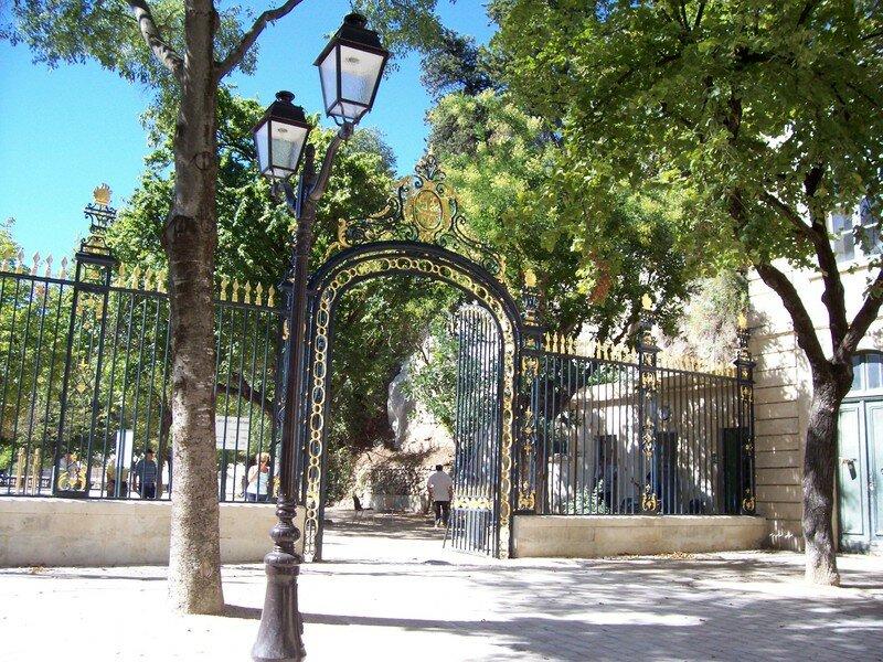 BELLE ENTREE DU JARDIN DE LA FONTAINE NIMES - Photo de ...
