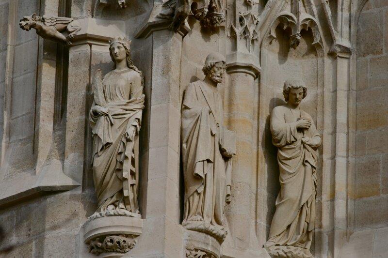 Statuaire de la tour Saint-Jacques.