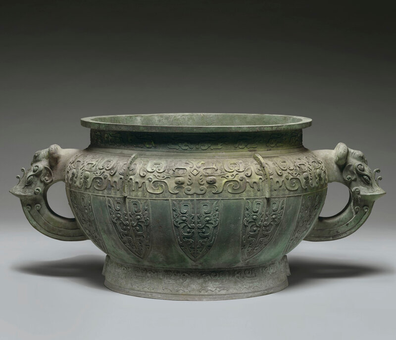 An unusual massive bronze archaistic basin, Qing dynasty (1644-1911)