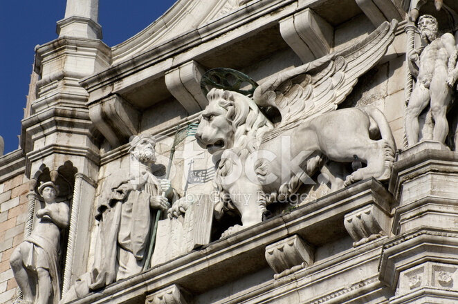 6138913-winged-lion-from-the-front-of-doge-s-palace-in-venice