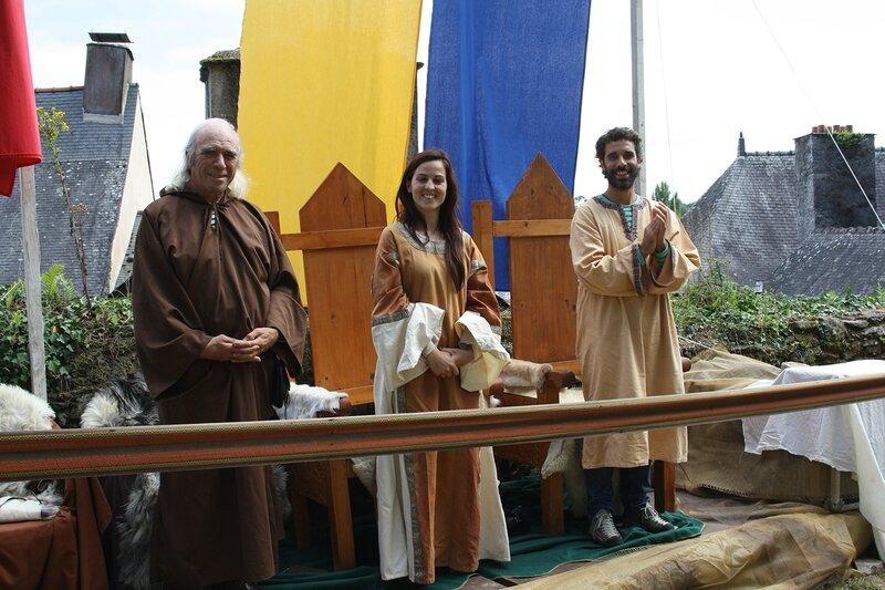 A côté de l'abbé, des invités particuliers.